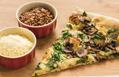 Spinach, Mushroom and Garlic Pizza — Stock Photo