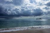 Regenwolken in waimanalo — Stockfoto