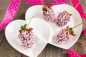 Roze chocolade aardbeien — Stockfoto