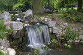 Waterfall in park Klarenbeek in Arnhem, Netherlands — Stock Photo