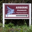 Route description to the Airborne Museum Hartenstein in Oosterbeek, Netherlands — Stock Photo