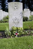 Headstone of military service in the Royal Air Force at the Airborne Cemetery in Oosterbeek, Netherlands — Stock Photo