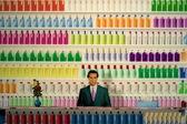 Groninger museum satıcı deterjanlar, hollanda ile tezgahın arkasındaki, sanat — Stok fotoğraf