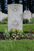 Oosterbeek, Netherlands: September 2, 2011 - Grave stone on war cemetery in Oosterbeek, Netherlands — Stockfoto