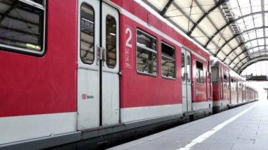 Leaving German train — Stock Video