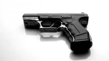 Buying a gun — Stock Video