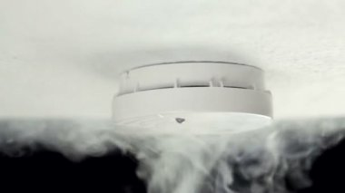 Smoke detector alarm — Stockvideo