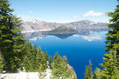 Wizard Island of Crater Lake during the summer — Stock Photo