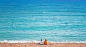 Two women looking out to sea — Stock Photo