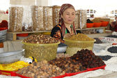 Woman trading on a market, Samarkand, Uzbekistan — Stock Photo