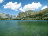 Scenery of high mountain with lake and high peak — Stock Photo