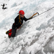 Man climbing frozen waterfall — Foto de Stock