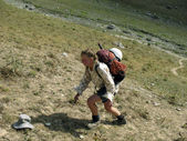 Hiker in Caucasus mountains — Stock Photo