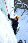 Arrampicata su cascata di ghiaccio. — Foto Stock