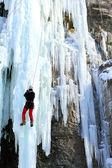 冰攀爬瀑布. — 图库照片