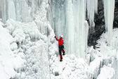 Buz şelalesi tırmanışı. — Stok fotoğraf
