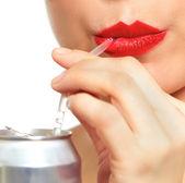 Mulher bebendo de palha — Foto Stock