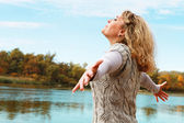 Young woman enjoy clear nature — Stock Photo