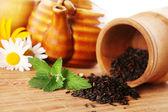 Tea and pepermint leaf — Stock Photo