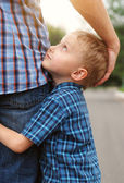 Son hugging his father — Stockfoto