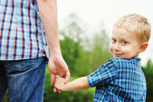 Gehen hand in hand — Stockfoto