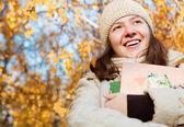Mutlu genç kız öğrenci — Stok fotoğraf