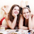 Two teenage girlfriends on the floor — Foto Stock