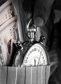 Stopwatch met geld in de zak — Stockfoto