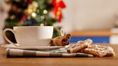 Hot coffe with christmas cookies — Stock Photo