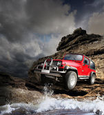 Offroad vehicle on the mountain terrain — Stockfoto