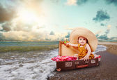 Funny baby girl traveler — Stockfoto