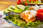 Toasted brown bread with pouched egg — Stock Photo