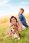 Family leisure with favorite pet — Stockfoto