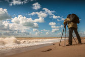 Landscape photographer work on sea coast — Stock Photo