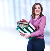 Smiling businesswoman with folders — Stockfoto