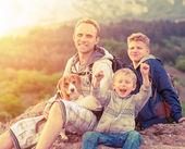 Mutlu aile açık portresi — Stok fotoğraf