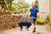 Son runs to daddy's arms — Stock Photo