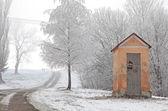 Boží muka a zimní příroda — Stock fotografie