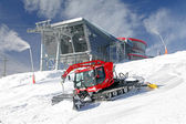 Modern cableway and groomer in ski resort Jasna, Slovakia — Stock Photo