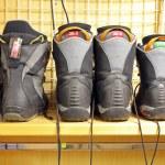 Old snowboard boots at ski rental — Stock Photo