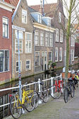 Water canal in city Delft, Netherlands — Stock Photo