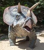 Realistisches modell der dinosaurier triceratops — Stockfoto