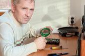 Man repairs a motherboard — Stock Photo
