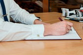 Man writes something on a white paper. Office work — Photo