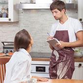 订购食品的女人 — 图库照片