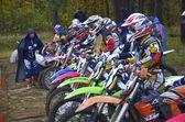 Wedstrijden op de cross-country motorfiets race — Stockfoto