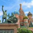 The monument to Minin and Pozharsky on the red square in Moscow. — Stock Photo