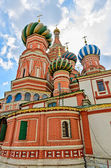 St. Basil's Cathedral on red square in Moscow. — Stock fotografie