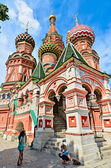 St. Basil's Cathedral on red square in Moscow. — Stock Photo