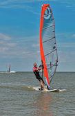 Windsurfen und Kitesurfen auf der Dowshanskyi, Region krasnodar, — Stockfoto